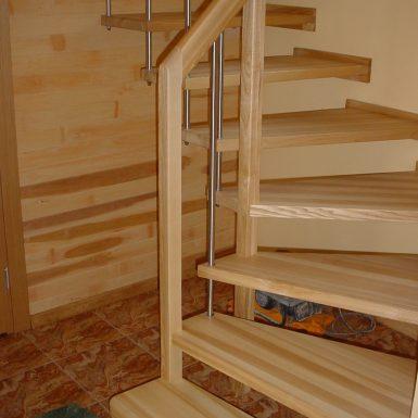 Laiptai su atvira konstrukcija