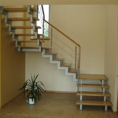 Laiptai su metalo sijomis