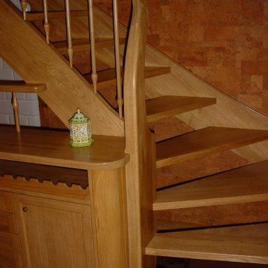 Laiptai su integruotais baldais