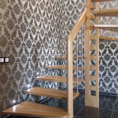 Laiptai su turėklais