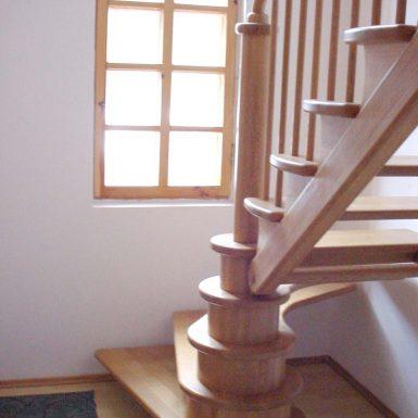 Nestandartiniai ąžuoliniai laiptai